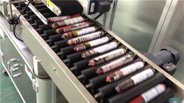 फीडर के साथ स्वचालित सॉसेज लेबलिंग मशीन